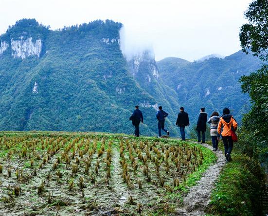 把十八洞村建设成中国美丽乡村